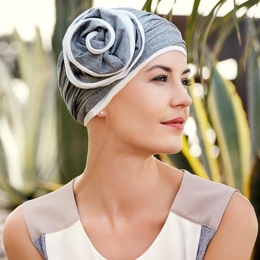 07153f10428e Bonnet chimio gris avec fleur détachable - collection christine