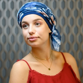 Chimiotherapie - Foulard New Delhi - Bleu motif - alopecie - facile enfiler - rose comme femme